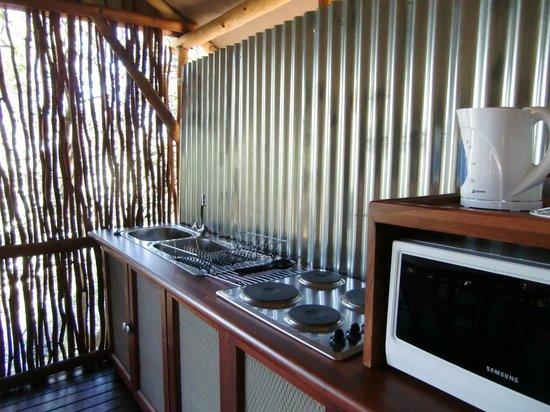 Camp Nkwazi: Outdoor kitchen on deck