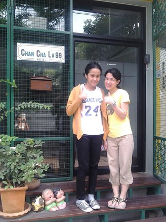 Chan Cha La 99 Hostel With The Owner Annie In Front Of