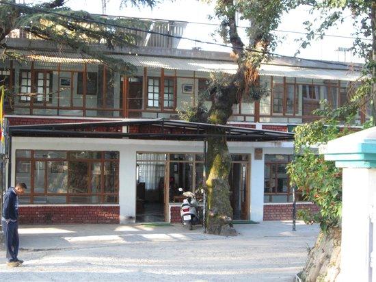 Hotel Bhagsu - HPTDC: outside look of the hotel