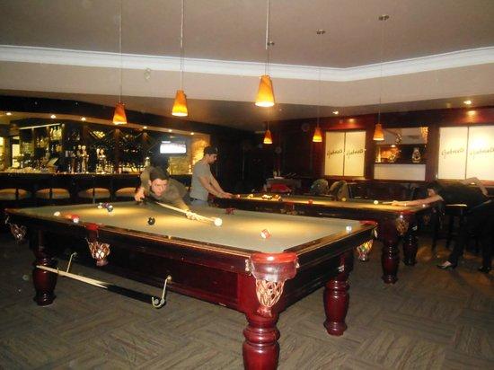 Gabriel's Restaurant: Pool room beside dining room