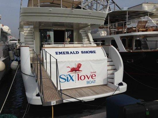 Sixlove Yacht Hotel: Bootsaufgang