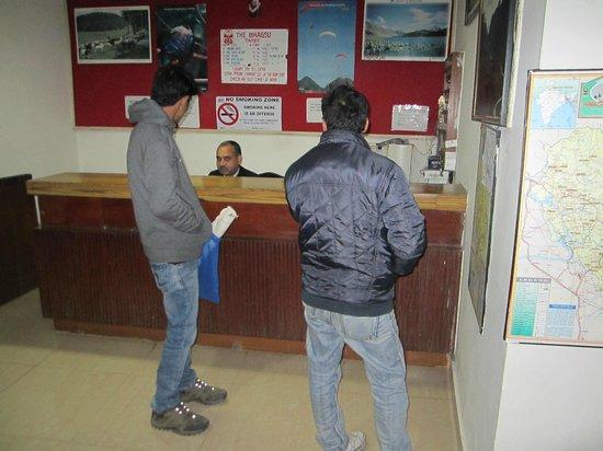 Hotel Bhagsu - HPTDC: reception area