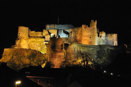 Chateau Feodal: Крепость ночью