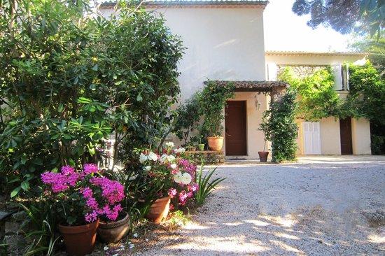 La Belle Isnarde: Blick auf den Eingang