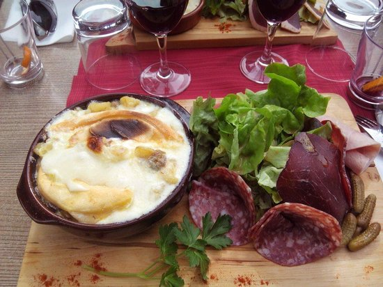 Hotel le Caribou : Tartiflette aux cèpes... Un délice :)