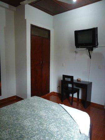 hospedaje komby: vista de la habitacion