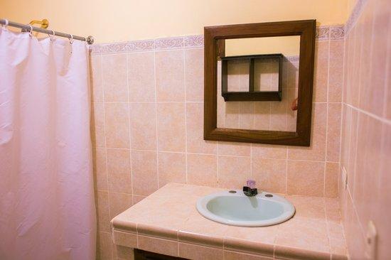 Hotel Yolaina bathroom