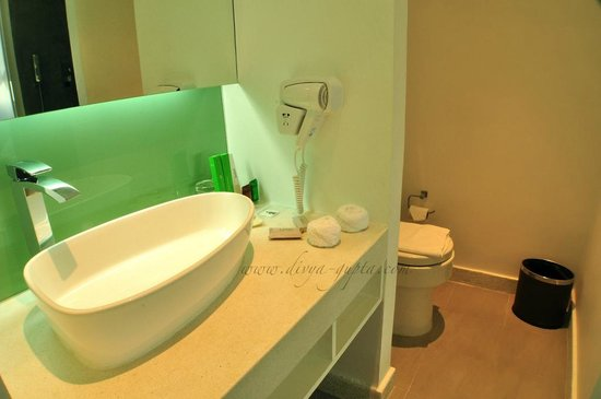 Lebiz Hotel & Library: Lebiz Bathroom (Standard Room)