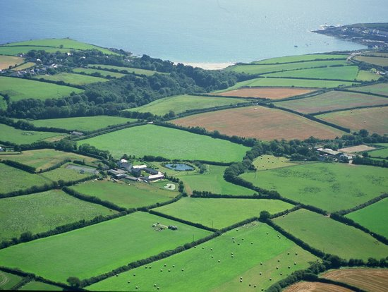 Pollaughan Holiday Cottages: Aerial shot of Pollaughan and its proximity to the beach
