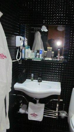 Roma Hotel Complex : Ванная комната в номере