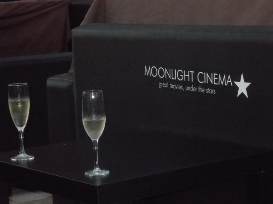 Moonlight Cinema : Champagne anyone?