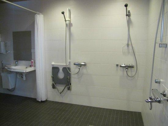 Jokiniemen Matkailu: bathroom by the sauna