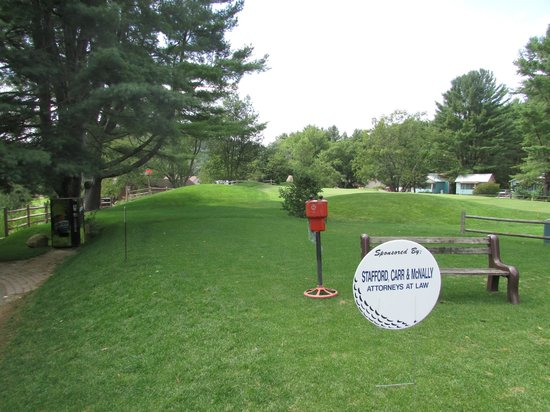 Cronin's Golf Resort: ball  washing station
