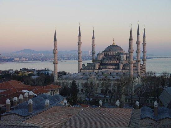 Hotel Arcadia Blue: Вид из окна на Голубую Мечеть