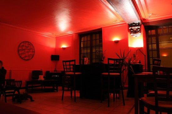 Le Grand Monarque: Salle à l'avant : bar & restauration