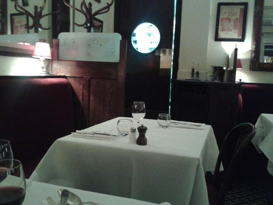 Royal Madeleine : tavolo
