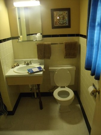 The Vintage Inn: Bathroom
