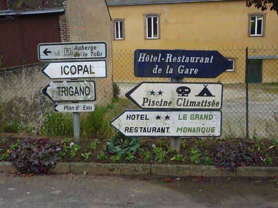 Le Grand Monarque: Carrefour en arrivant d'Arville