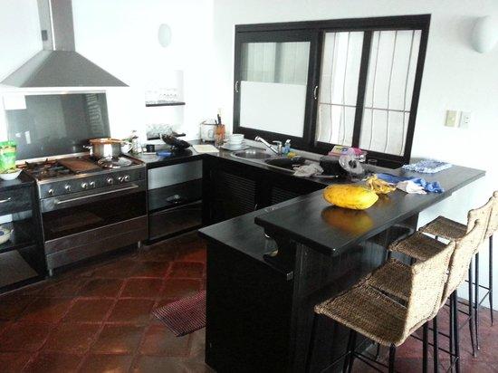 Out of the Blue Resort : La cuisine de la villa 1