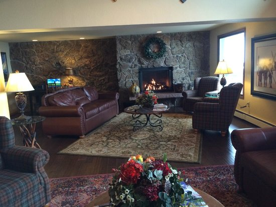 The Inn at Steamboat: Nice warm lobby/sitting area