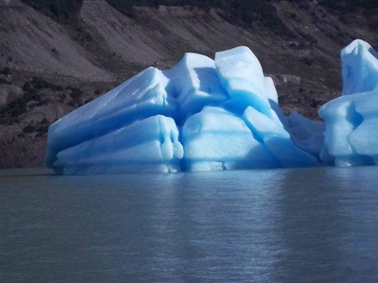 Upsala Glacier: El color azul no son sombras