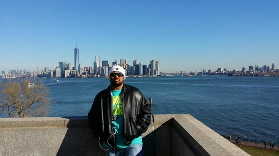 Manhattan Skyline : Me on the Stature of Liberty, Skyline far side