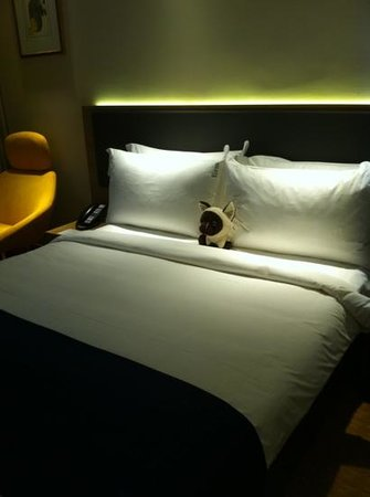 Holiday Inn Express Singapore Orchard Road: comfy bed