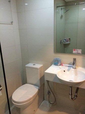 Red Planet Cebu: 綺麗なバスルーム