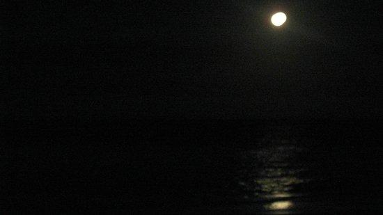 Sun Burst Inn: Moonset