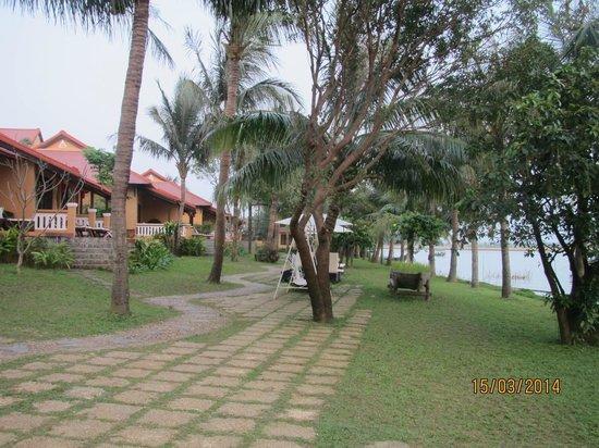 Vinh Hung Riverside Resort: kamers aan de rivier