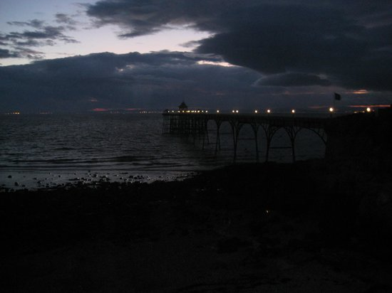 Sunset at Clevedon Somerset , opposite the Moon & Sixpence