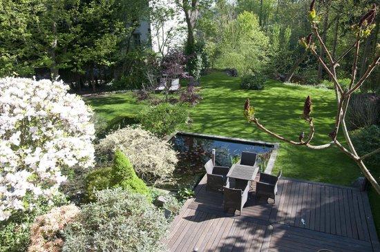 Côté Jardin Bed & Breakfast : Le jardin et son étang