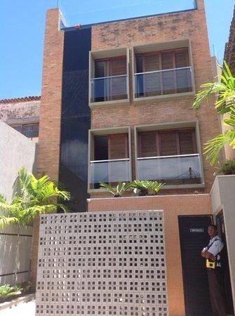 The Hostel Salvador: facade de l.hotel avec des gardiens très sympa !!!!