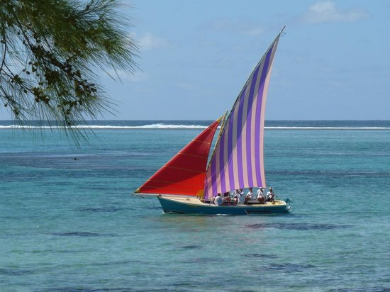 Astroea Beach Hotel: une barque pays