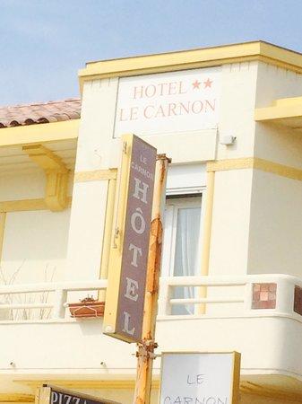 Hotel Le Carnon : Devant l'hôtel