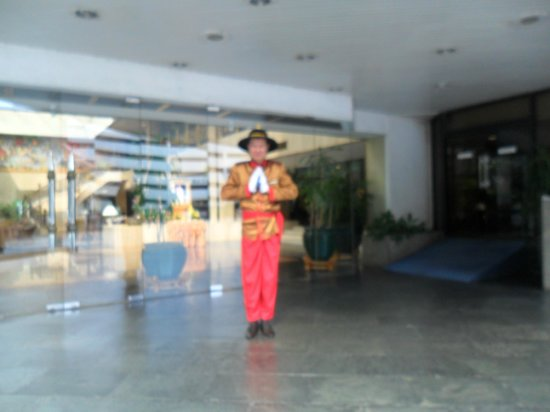 Montien Hotel Bangkok: this is Raksac the door man