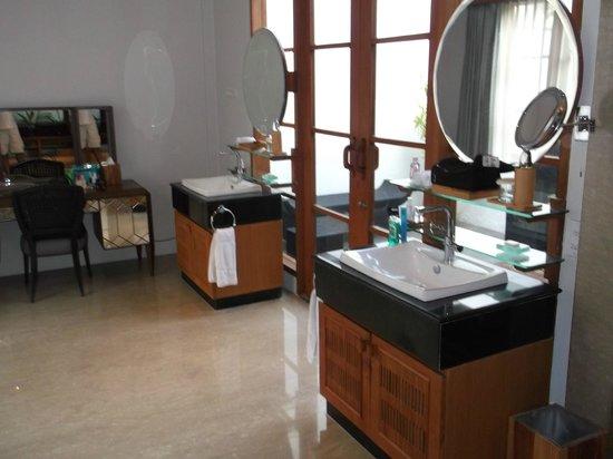 The Samaya Bali Seminyak: Villa bathroom