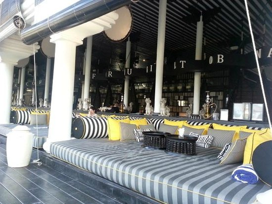 InterContinental Danang Sun Peninsula Resort: Long Bar