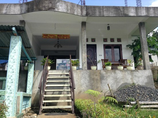 Estevania Lodge: foto tampak depan rumah utama