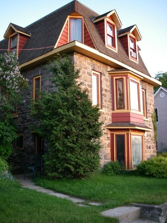 Crews on INN: The historic field-stone home built in 1891