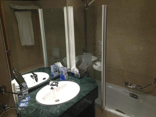Tryp Indalo Almeria: bathroom