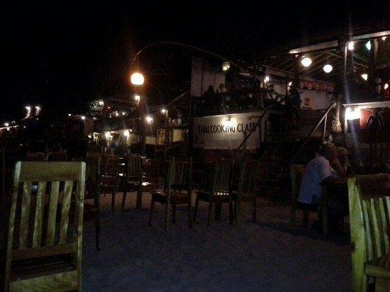 Roi Thai: Sur la sable le soir