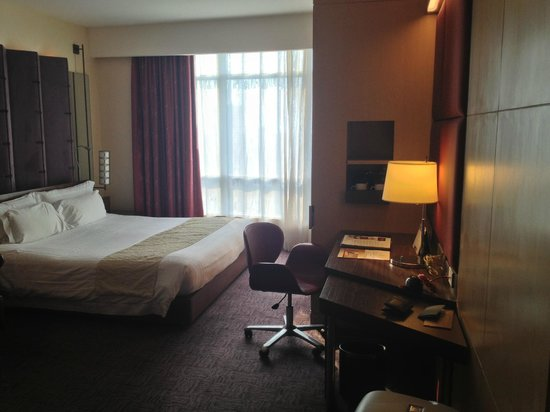 Centara Grand at CentralWorld : Room from door