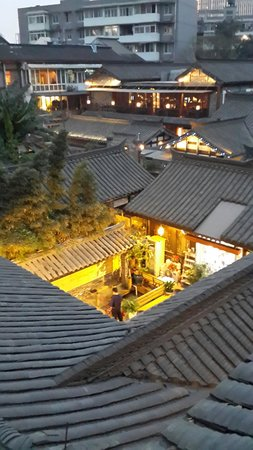 Kuanzhai Ancient Street of Qing Dynasty : 據說這樣的房子是以前有錢人住的