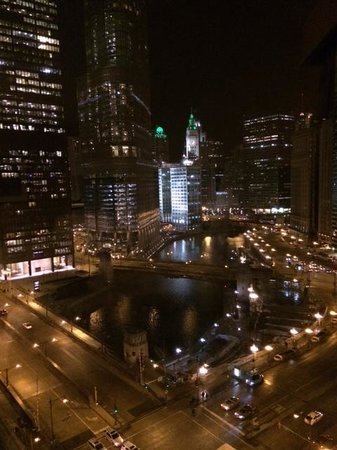 Renaissance Chicago Downtown Hotel: Night view of the river from upper floor room.
