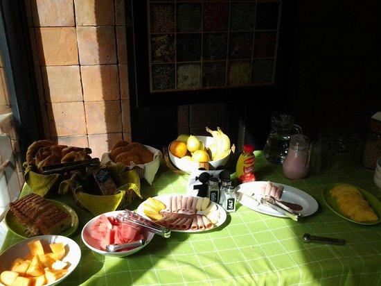 Hotel Casa Gardenia: Mesa del desayunador