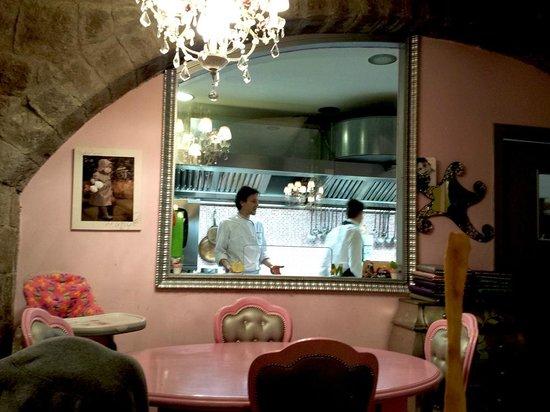 Cucina a vista dietro al vetro lo chef daniele foto di - Cucina con vetrata a vista ...