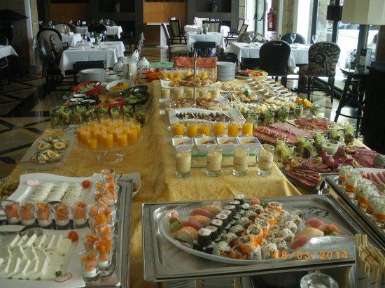 Une petite partie du buffet petit d j picture of grande real villa italia hotel spa - Petit buffet salon ...