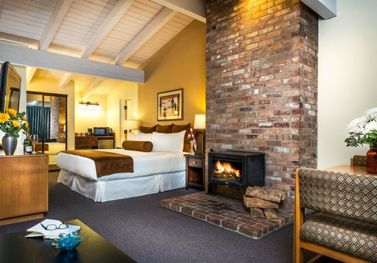 Tamarack Lodge: King Fireplace Room