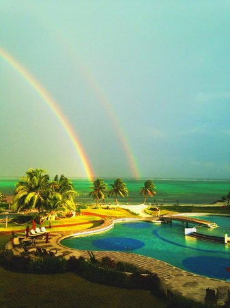 Grand Caribe Belize Resort and Condominiums: View from our balcony (real photo even if it looks fake)